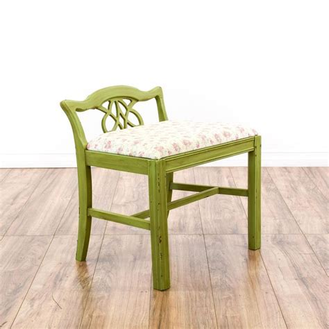 Small Accent Chairs For Living Room 17 Best Ideas About Small Accent Chairs On