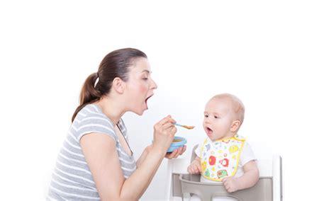 ab wann babybrei 6 wichtige tipps zum f 252 ttern babys