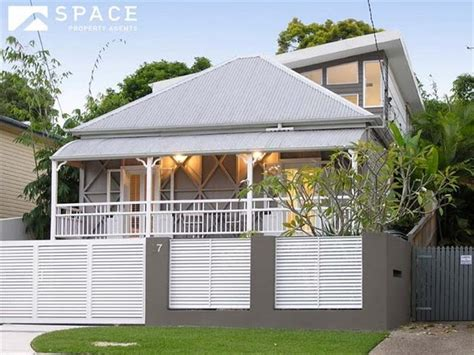 lovely blend of queenslander and modern extension