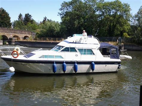 cabin motor boats fairline sedan 32 foot cabin cruiser boat misc