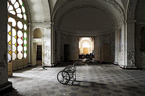 casa dei matti tra ricette e sedie a rotelle il fascino disperato della
