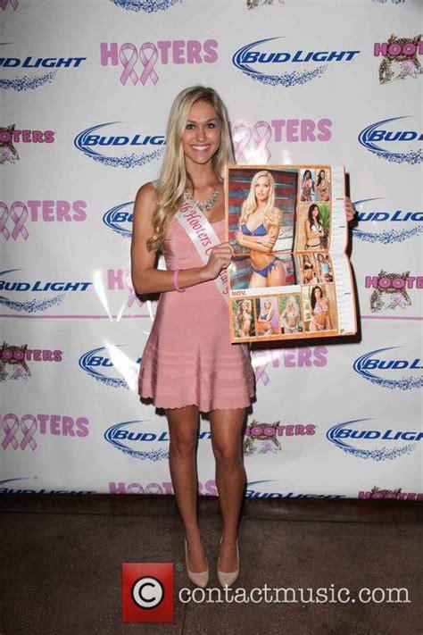hooters calendar 2016 victoria rachoza hooters 2016 calendar reveal press