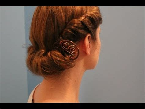 hairstyle facts from the 1940 s rainy day quot roll tuck quot hairstyle 1940s edwardian theme