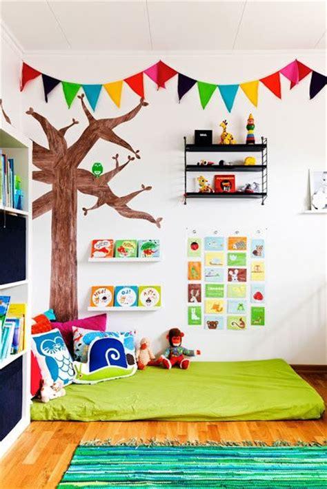 giochi a letto per lui letto montessoriano nanna e gioco a misura di bambino