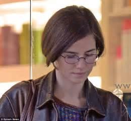 Amanda Knox Hairstyle And To Get | amanda knox gets new bob haircut as she awaits murder