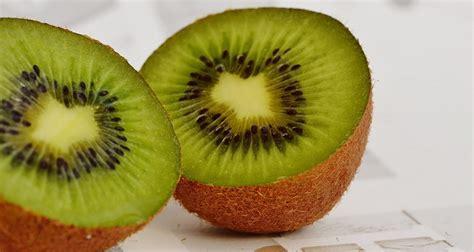 can eat kiwi can you eat kiwi skin and seeds