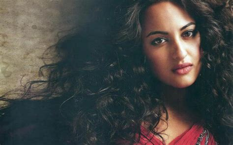 actress bathroom mms sonakshi sinha hot mms video leaked and viral on whatsapp