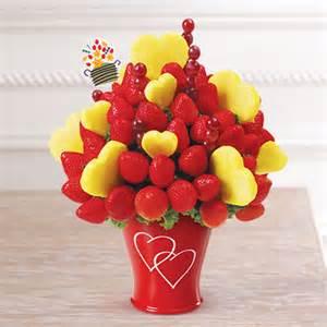 Edible arrangements 174 fruit baskets hearts amp berries 174