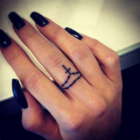 kreuz tattoo symbolische bedeutung 25 herrliche designideen