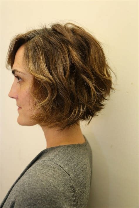 slanted hair styles cut with pictures angled bob haircut for curly hair www imgkid com the