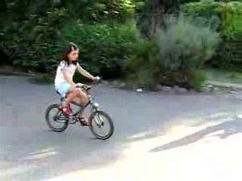 imagenes niños manejando bicicleta ni 241 os en bicicleta 2 youtube