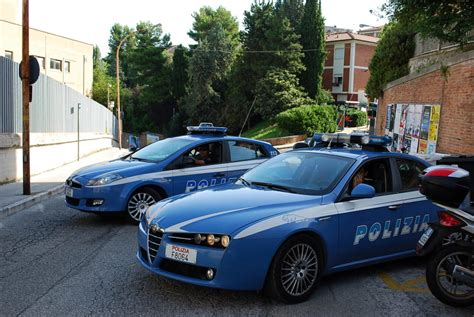 volanti polizia trovato con il cappio al collo polizia di sventa un