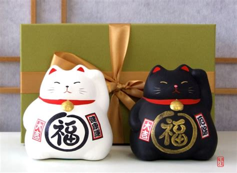 japanese gift gift set japanese maneki neko lucky cats x2 black and white medium size gifts of the orient