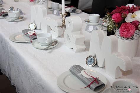 Tischdeko Hochzeit Romantisch by Tischdekoration Hochzeit Tischkarte Mit Blumenvasen