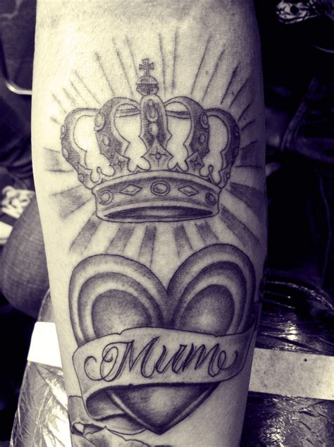 35 amazing queen tattoos