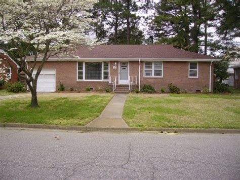 boring brick ranch plain 1950s brick ranch w white trim needs ideas color landscaping to