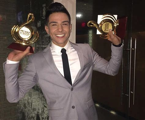 2016 Lo Nuestro Premio Luis Coronel | luis coronel se lleva la noche en premio lo nuestro 2016