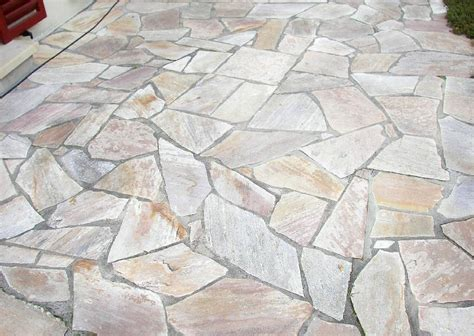 Terrassenbelag Stein mediterrane terrassenplatten und belag naturstein pflaster