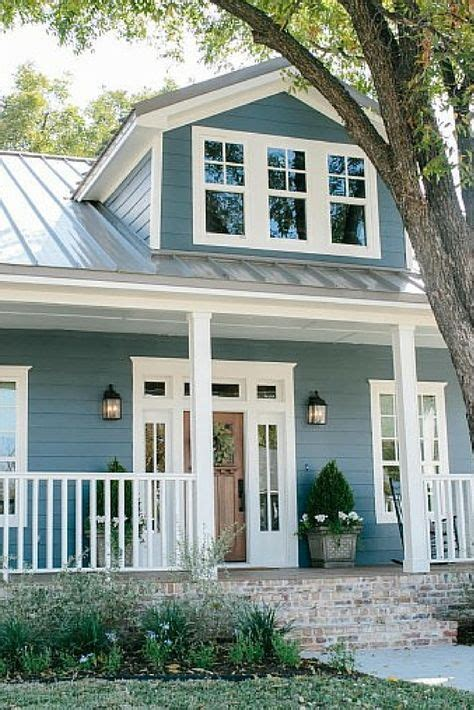 blue house exterior colour schemes 25 best ideas about bungalow exterior on pinterest