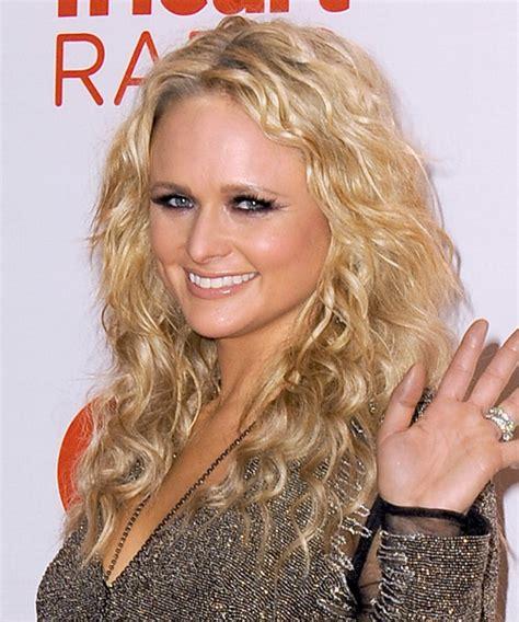 miranda lambert s hairstyle from long locks to platinum miranda lambert long curly casual hairstyle medium