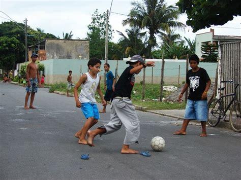 imagenes de niños jugando futbol en la calle al b 233 isbol le hicieron un gol en offside mi punto de penalty