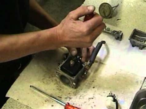 buitenboordmotor carburateur schoonmaken carburateur reinigen youtube