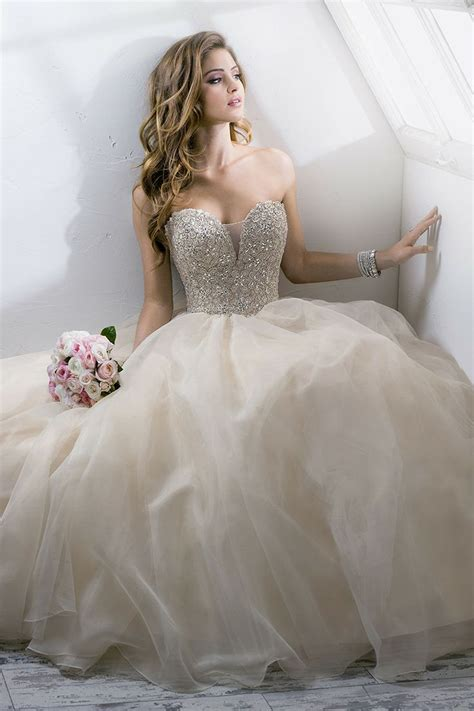 Hochzeitskleider Prinzessin by Princess Wedding Dress With Gown Hemline