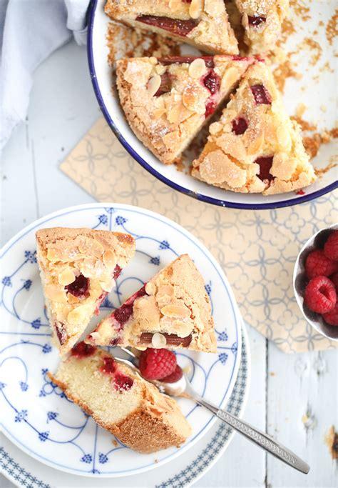rezept einfacher kuchen leckerer himbeer rhabarber kuchen zucker zimt und liebe