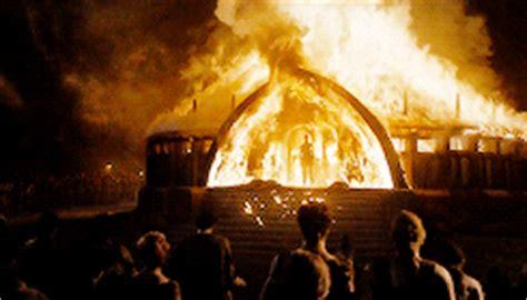 khaleesi bathtub scene emilia clarke thinks daenerys is finally indestructible on game of thrones but