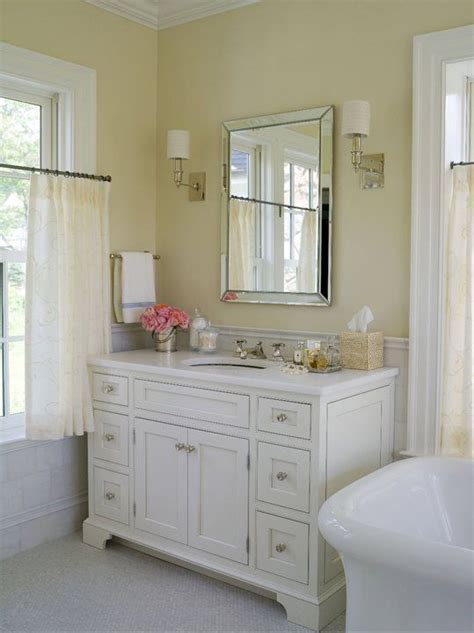 bathrooms with yellow walls 1000 ideas about pale yellow walls on pinterest yellow walls pale yellow bathrooms
