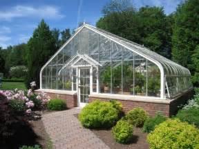 Supérieur Serre De Jardin Polycarbonate #3: Serre-jardin-verre-métal-allée-pierre-arbustes-buis.jpg
