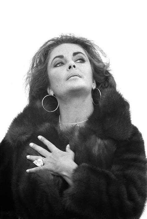 The Royal Order of Sartorial Splendor: Flashback Friday: Dame Elizabeth Taylor