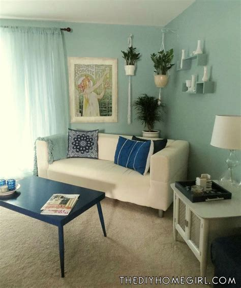 creating a warm and calm situation at home with blue accent wall room accent wall how to make over a room with an accent