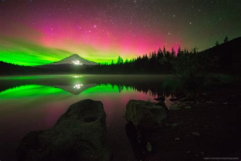 Finland And Oregon The Amazing Lights In The Night Sky Lights Oregon