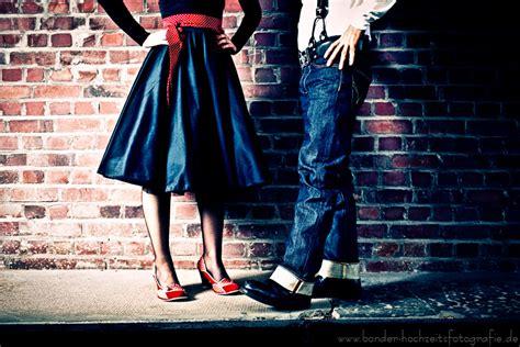 50er Jahre Stil by Hochzeitspaar Im Stil Der 50er Jahre Bild Foto