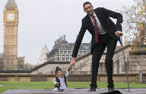 world s the world s tallest man meets world s smallest 2015 youtube