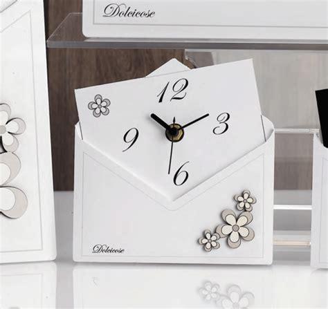 fiori bomboniere on line bomboniera orologio lettera con fiori di