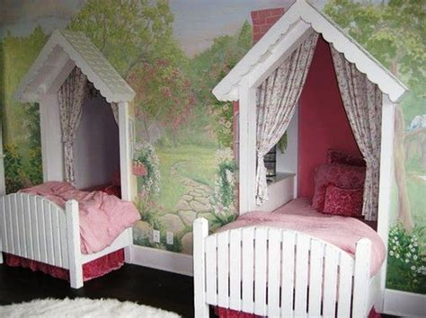 twin canopy beds for girls twin canopy beds for girls jpg 1047 215 784 pitter patter