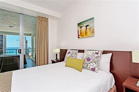 2 wing bedroom gallery mantra wings surfers paradise gold coast