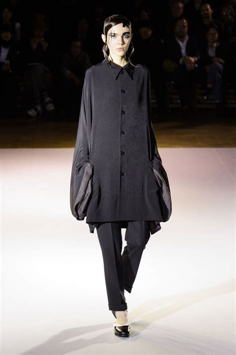 va fashion yohji yamamoto yohji yamamoto at paris fashion week fall 2015 livingly