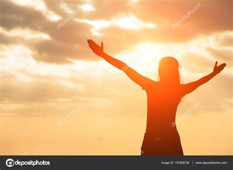 imagenes de mujeres unidas orando silhouette of woman pray stock photo 169 ryanking999
