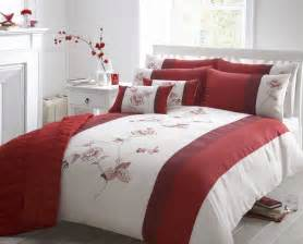 Duvet Cobers Beautiful Red Colour Embroidered Faux Silk Duvet Cover