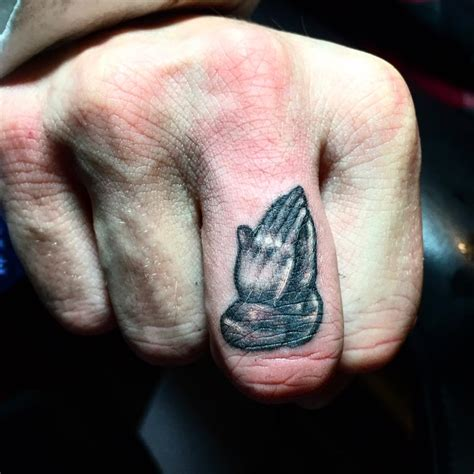64 bold different unusual finger summer tattoo ideas
