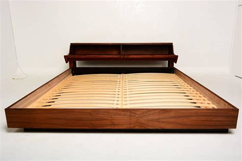 Mid Century Platform Bed Mid Century Modern King Platform Bed In Walnut Wood At 1stdibs