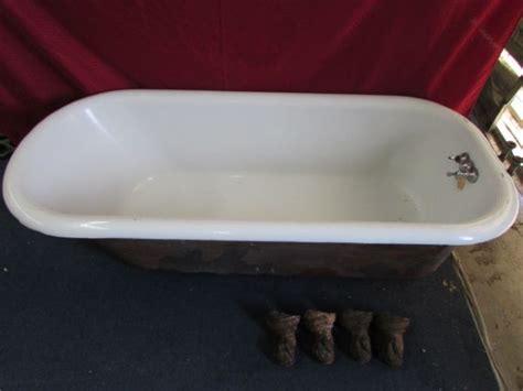 Porcelain Enamel Bathtub by Lot Detail Large Cast Iron Porcelain Enameled Claw Foot