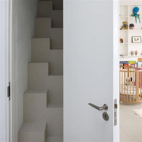 Decorating Ideas For Narrow Hallways And Stairs Narrow Hallway Hallways Hallway Ideas Image