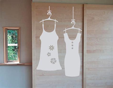 vinilos adhesivos sobre moda  decoracion de armarios puertas  paredes vestidos  perchas