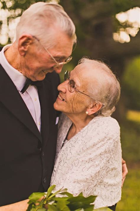 Elderly Couple Has Anniversary Photo Shoot for 65th