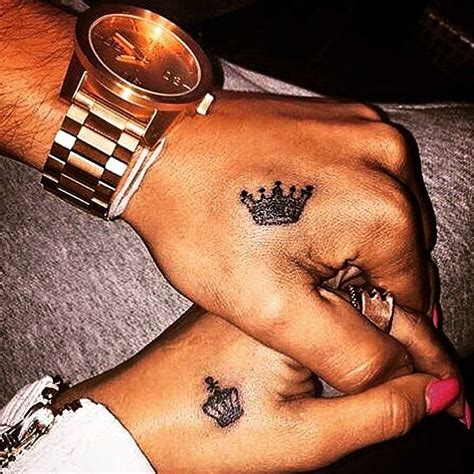 tattoo on hand king and queen king and queen ιтѕ συя ℓιттℓє ℓσνє pinterest queens