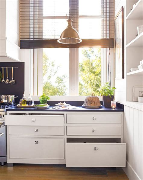 Lower Kitchen Cabinets Drawers by Simple Ways To Decorate The Rustic Kitchen Of Your Dreams